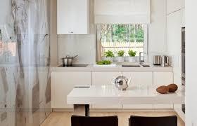 glaspaneele küche moderne hochglanz küchen in weiß 25 traumküchen mit hochglanzfronten