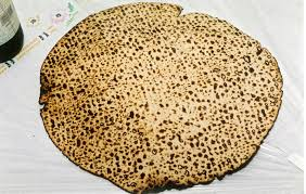matzo unleavened bread file shmura matzo jpg wikimedia commons