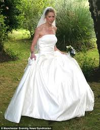 Wedding Arch Ebay Uk Here Comes The Bargain Bride In A 2 50 Bespoke Wedding Dress