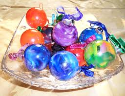 use a rainbow of crayons to create colorful swirled ornaments