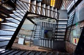 ny hospital staff traverse 9 flights of stairs to evacuate sick
