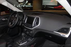 jeep cherokee dashboard 2014 jeep cherokee arrives at new york auto show live