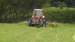 silage 2011 tedding with massey ferguson 290 youtube