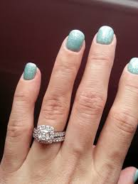 does a certain color of nail polish make your diamond look better