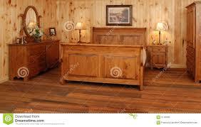 chambre en pin vieux positionnement de chambre à coucher en bois de pin image stock
