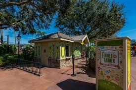 review pineapple promenade 2017 epcot flower and garden festival