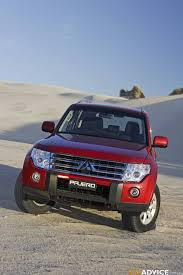 2009 mitsubishi pajero nt photos 1 of 20