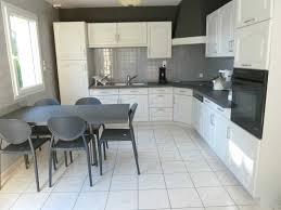 repeindre sa cuisine rustique relooker une cuisine rustique en ch ne avec home staging cuisine