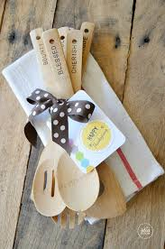 hostess gift free thanksgiving printables wooden spoon and