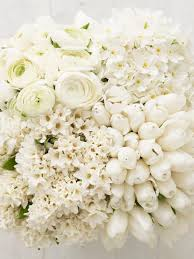 white flower centerpieces a vision in white the monochromatic checkerboard hgtv