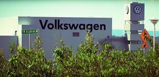 volkswagen skilled trades employees vote overwhelmingly for uaw