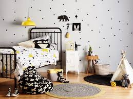 best 25 yellow kids rooms ideas on pinterest kids bedroom paint inspirations une chambre d enfant en noir et blanc kids bedroom ideasplayroom