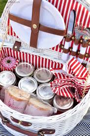 picnic basket ideas picnic ideas recipes and tips limonata alla fragola cibo