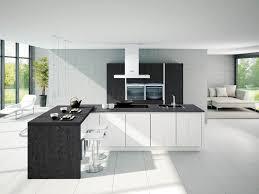 cuisine moderne et noir cuisine blanche avec plan de travail noir 73 id es relooking moderne