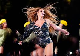 beyonce coachella she s so professional beyonce praised for carrying on with