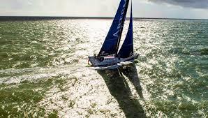 solo sailing an imoca 60 racing yacht
