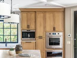 what color countertops go with wood cabinets 10 kitchen paint colors that work with oak cabinets