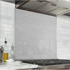 cuisine brique fond de hotte effet brique blanche verre alu credence cuisine deco