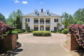 plantation style home this mississippi plantation style home sits on 421 rolling acres
