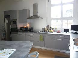 cuisine blanche et mur gris cuisine blanc sur mur gris et grise newsindo co