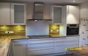 kche wei mit holzarbeitsplatte weiße küche