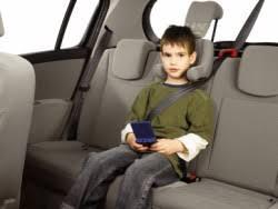 prevention routiere siege auto enfants mal attachés danger