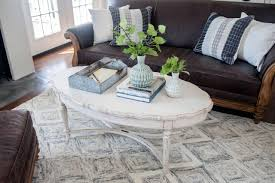 10 coffee tables that incorporate the rule of three