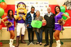 stefon diggs gives back through inaugural turkey giveaway