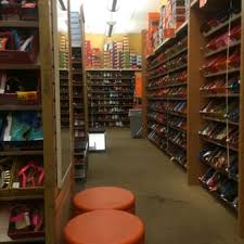 payless ca s boots payless shoe source 14 reviews shoe stores 222 eastridge
