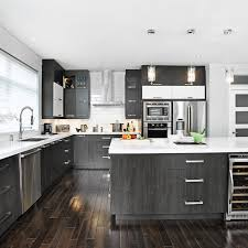 cuisine armoire brune magie et blanche dans la cuisine contraste module et ouvre