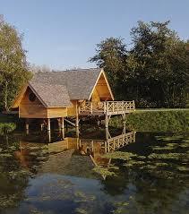 chambre d hotel originale aqualodge l hôtel insolite qui propose de loger dans des chalets