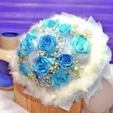 white and blue roses omy florists blue roses singapore online florist order flowers
