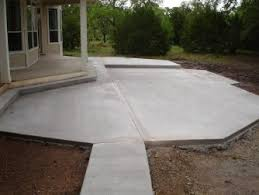 Backyard Concrete Patio Ideas by There Is Marks Concrete Slab Court In His Backyard Next To Picture