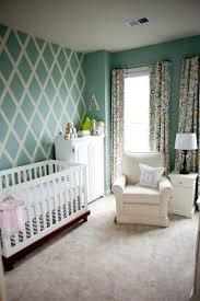 peindre chambre bébé design interieur peinture decorative dessin geometrique losanges