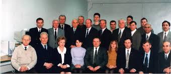 bureau avec tr騁eaux 本と株と家族 30代で1億円 sapの資格取得の出走人 4名
