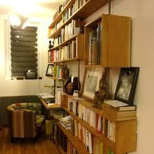 bibliothèque bureau intégré et une biblio géante avec bureau intégré une un week end à la