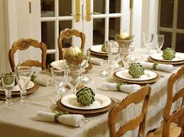 ideas for christmas centerpieces by white plates with green flower