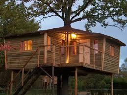 chambre d hote cabane dans les arbres cabane perchée maison de hobbit chambres d hotes près de soissons