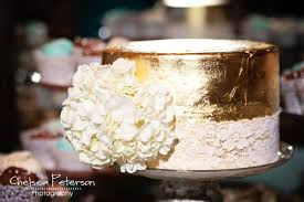 metallic wedding cake u0026 cupcakes i u0027m topsy turvy