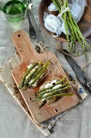 cuisine asperges vertes bruschetta aux asperges vertes grillées et burrata recette