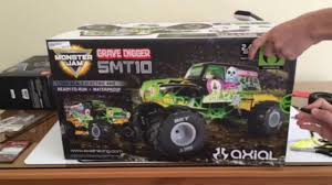 monster truck grave digger video unboxing axial grave digger smt10 1 10 r c monster truck it u0027s