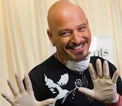 howie mandel comes clean about life as a germaphobe the globe