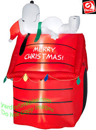 snoopy christmas dog house gemmy airblown 5 snoopy lying on doghouse