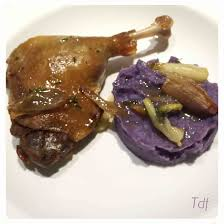 cuisiner cuisse de canard confite cuisse de canard confite purée vitelotte recette de cuisse de