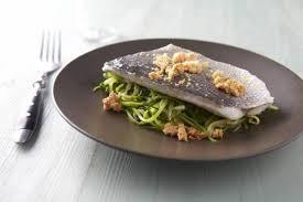 cuisiner un filet de julienne recette de filet de daurade royale julienne de courgette et crumble