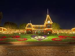 When Do Christmas Decorations Go Up At Disneyland Disneyland Christmas Decorations