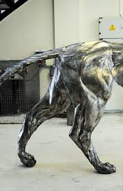 artist turns 4000 pieces of metal into 10 ft 550 pound lion