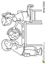 dessin à colorier d u0027un petit garçon à lunettes portant un livre