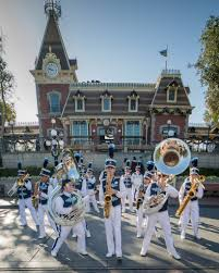 disneyland band performing on thanksgiving day 2015 these