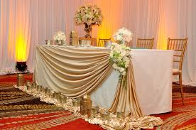 the head table set for ayanthi u0027s and asela u0027s wedding at oak room